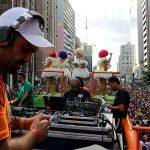 DJ, drags e multidão, a principal combinação pra agitar a Av. Paulista