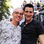 Esse casal me viu de fotógrafo e pediu o clique na Parada LGBT