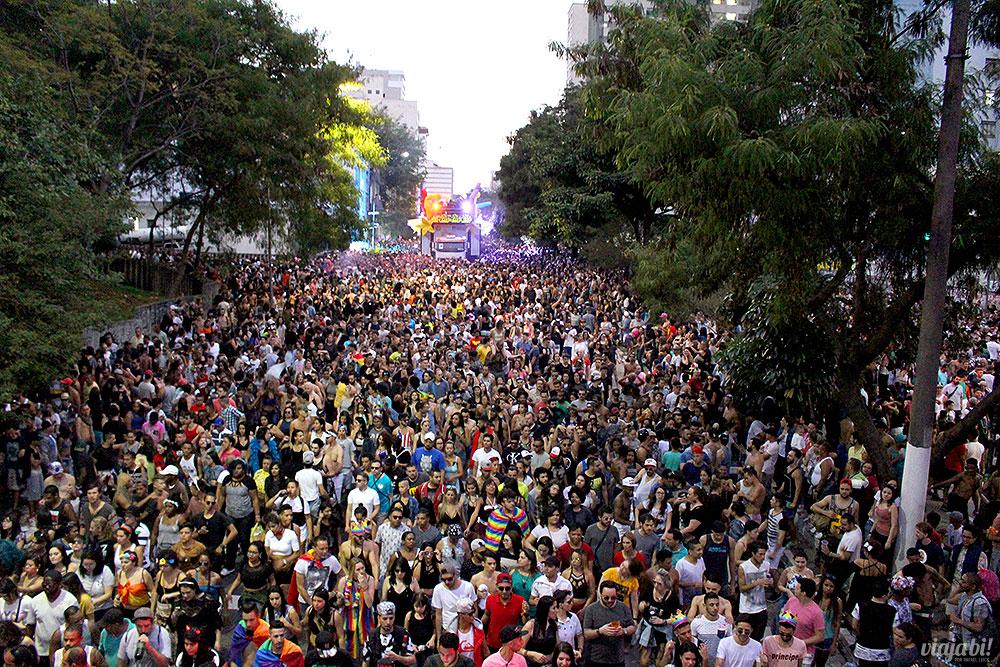 Multidão de cerca de 3 milhões de pessoas ocupa a Av. Paulista durante a Parada LGBT São Paulo 2017