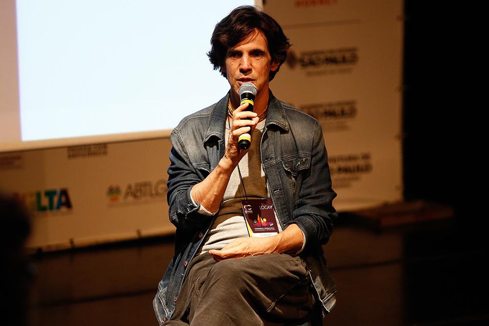 Ciro Barcelos, do Dzi Croquettes, na 1ª Conferência Internacional da Diversidade e Turismo LGBT - Foto: Ricardo Cardoso