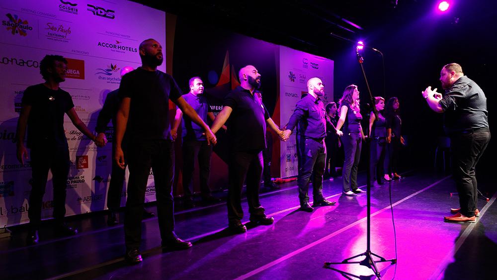 Coral CCLGBTB por Maestro Ettore Verissimo fecha a 1ª Conferência Internacional da Diversidade e Turismo LGBT - Foto: Ricardo Cardoso