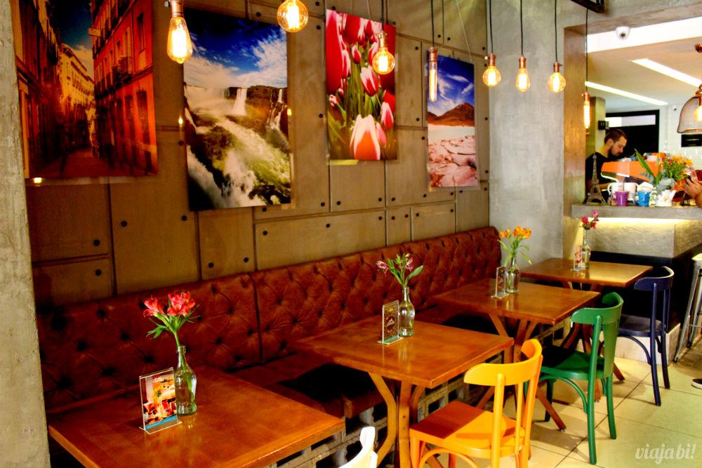 Exposição de fotos de viagem no Café do Viajante, o melhor café em Curitiba