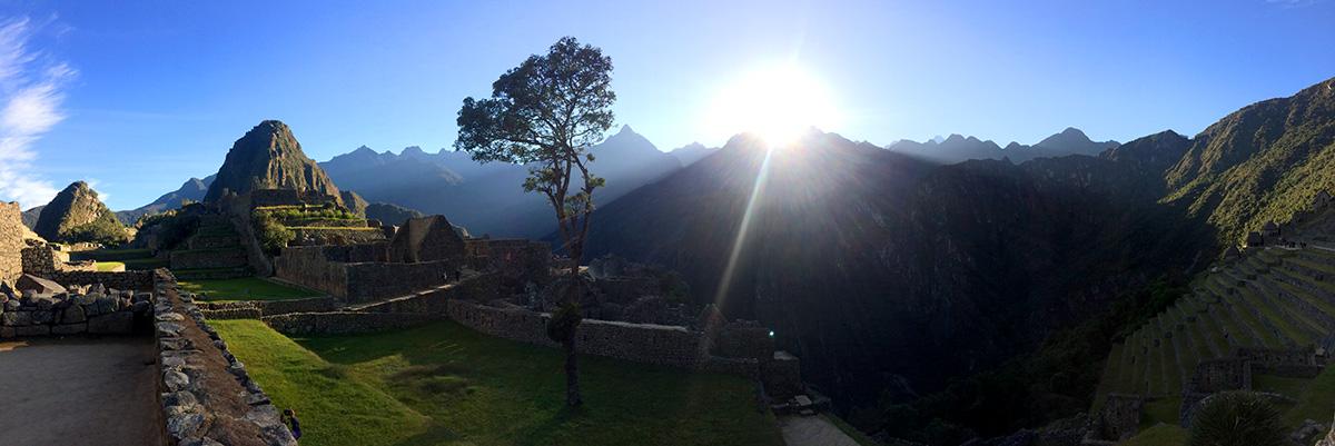 Como chegar a Machu Picchu: o sol nascendo na cidade perdida dos Incas - Foto: Jeff Slaid