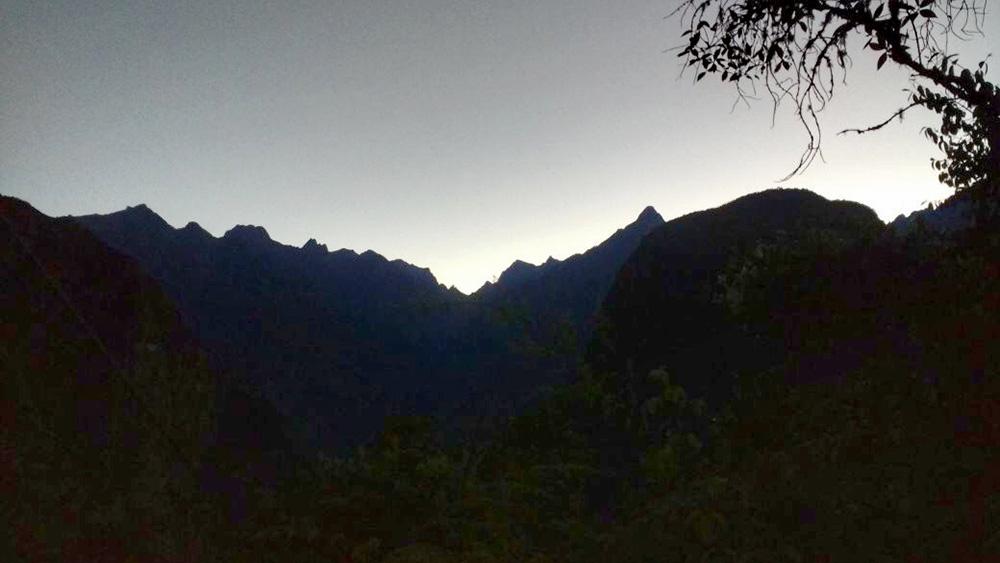 Como chegar a Machu Picchu: amanhecer na montanha - Foto: Jeff Slaid