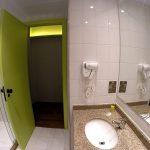 Banheiro do Ibis Styles Centro Cívico