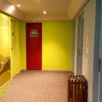 Hall dos elevadores no Ibis Styles Centro Cívico
