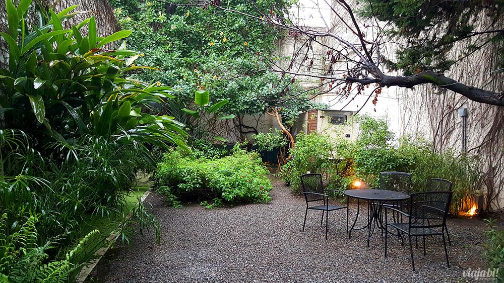 Hotel em Palermo: Jardim externo no térreo do Vitrum Hotel