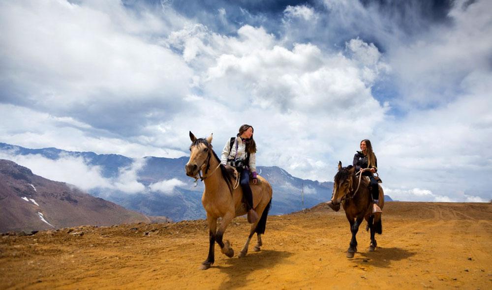 Dá pra fazer cavalgadas no Valle Nevado no verão - Foto: Divulgação