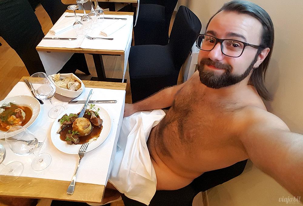2831b7fe324 Pelado em Paris  jantei num restaurante onde se pratica o nudismo... e