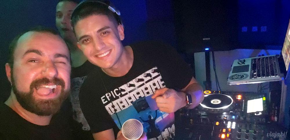 Com o DJ JPS na The Manor Complex